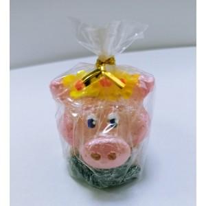 Новогодняя свеча Свинка с желтым веночком